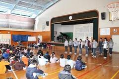2.2 6年生全校朝会で発表.JPG